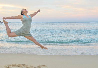 Стегнете корема на плажа
