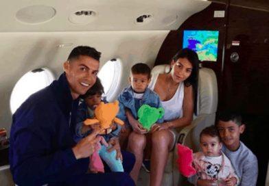 Роналдо заведе семейството в Гърция