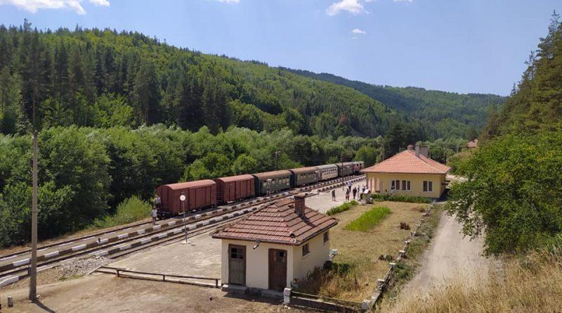 Пускат специален туристически влак от гара Септември до гара Аврамово